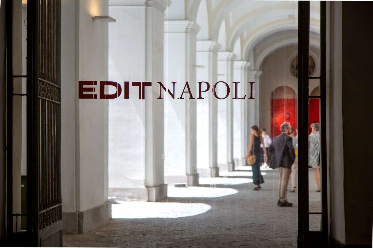 EDIT Napoli.Entrance to the courtyard of the S Domenico Maggiore complex. Photo© Roberto Pierucci.