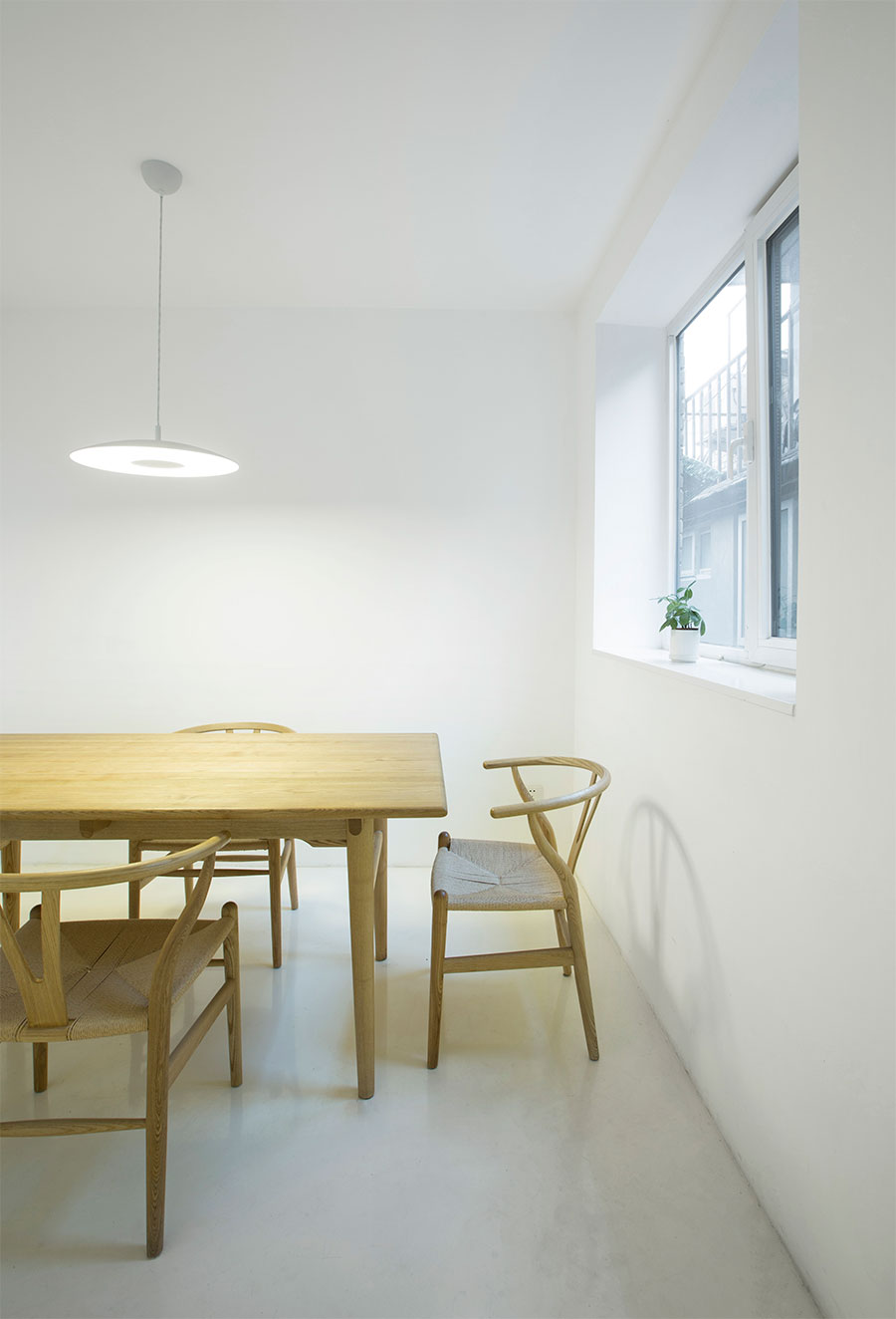 white house a hutong house renovation in beijing by arch studio yatzer. Black Bedroom Furniture Sets. Home Design Ideas