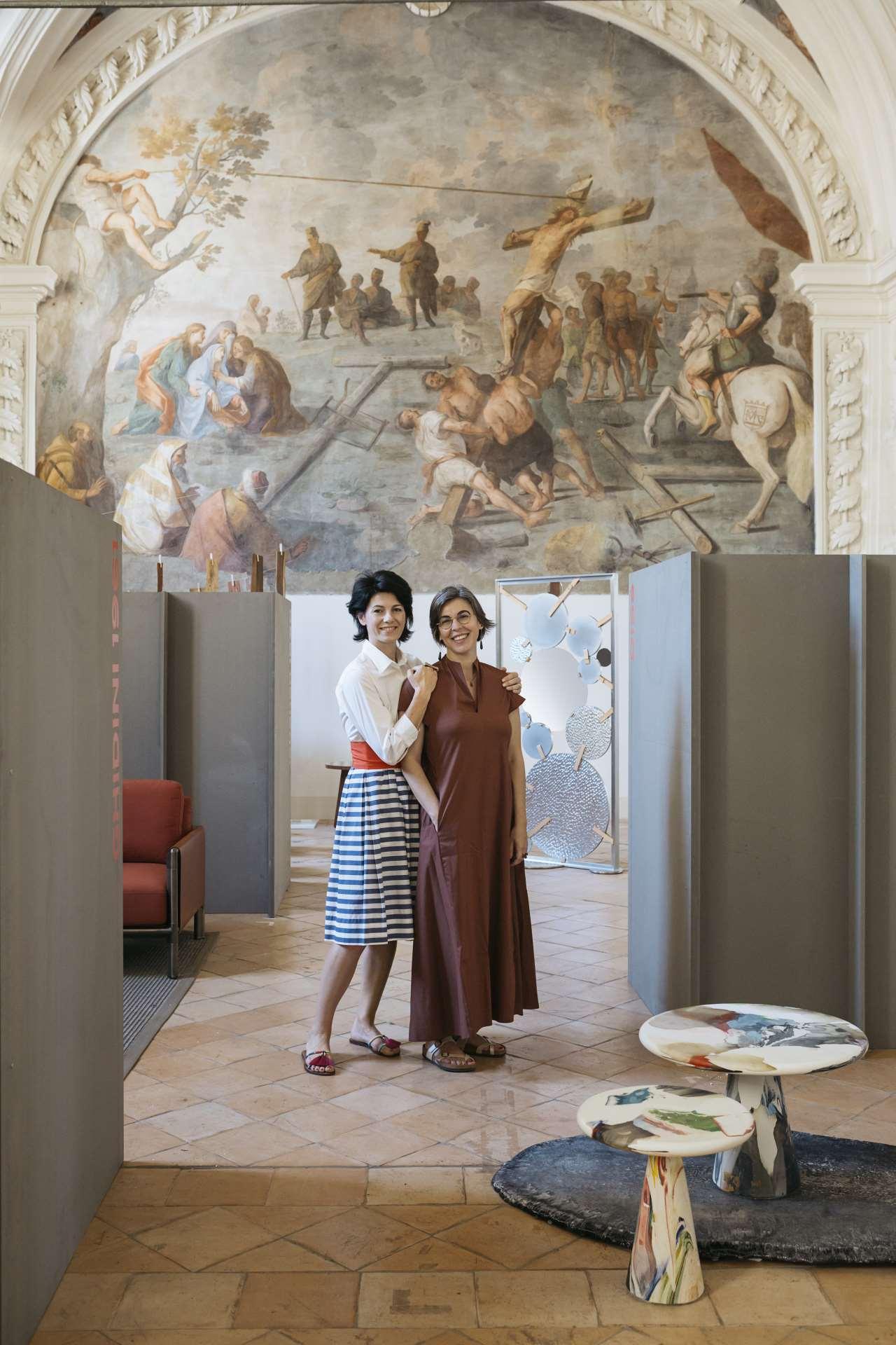 Emilia Petruccelli and Domitilla Dardiphotographed in the Sala del Capitolo. Photo © Lea Anouchinsky.
