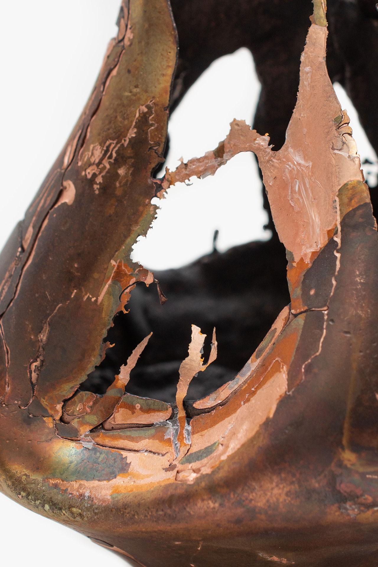 Omer Arbel, OAO113.2020.18 (detail), 2020. 13,8 x 12,5 x 12 cm. Copper alloy cast in glass. Courtesy Carwan gallery.