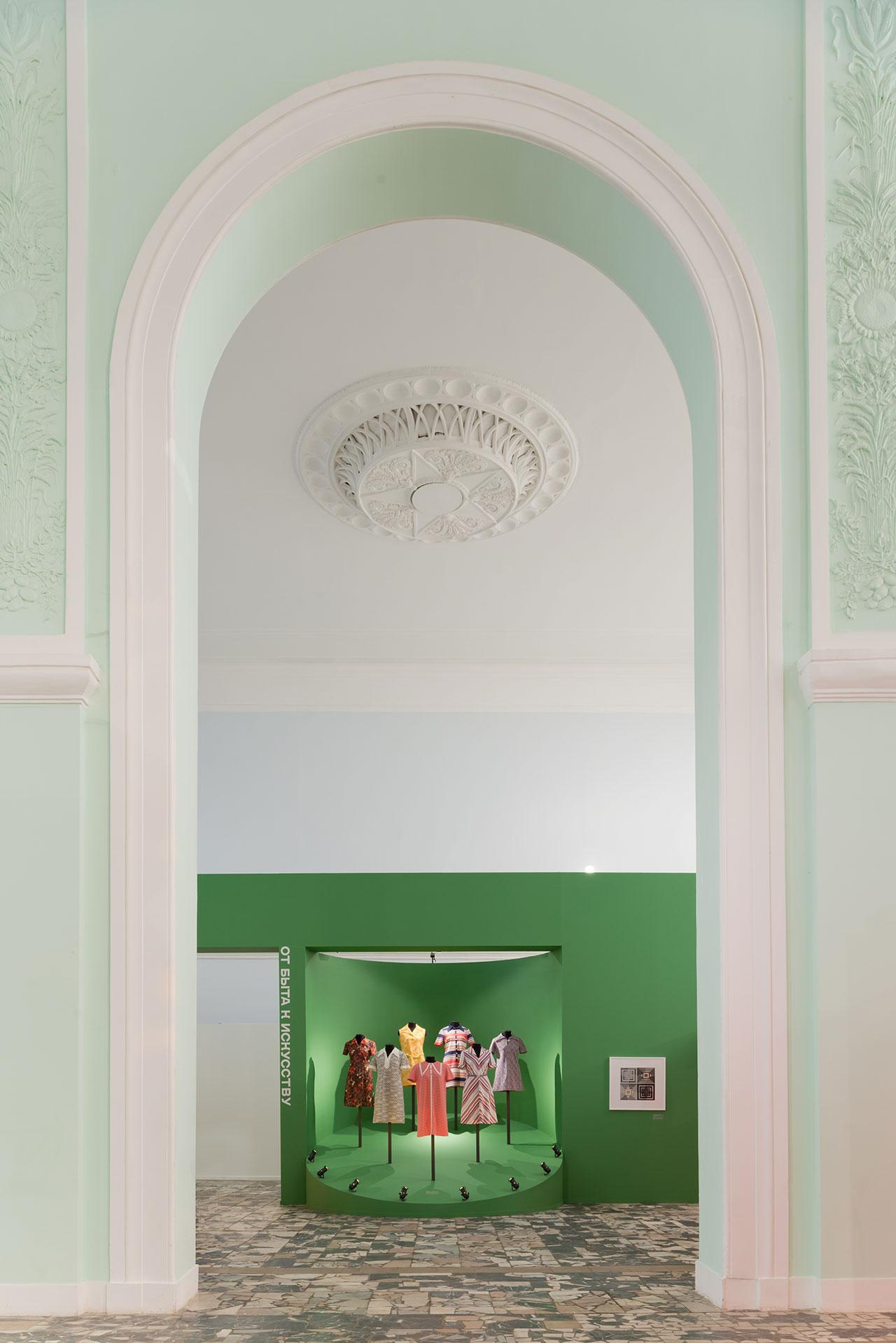 History of fashion: fromavant-gardeto GOST, exhibition view.Photo by Ilya Ivanov.