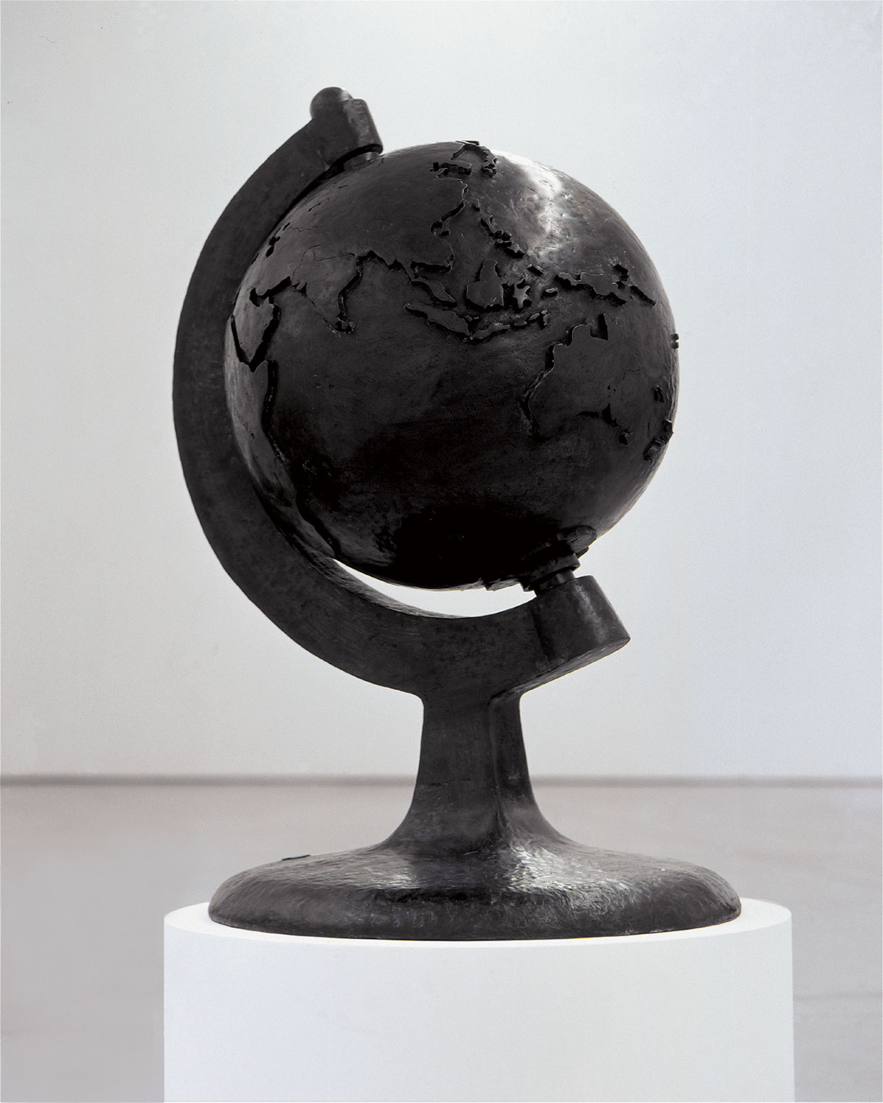 GLOBE from Post Craft series, 2002. Patinated bronze, mechanical parts. Courtesy of Groninger Museum.