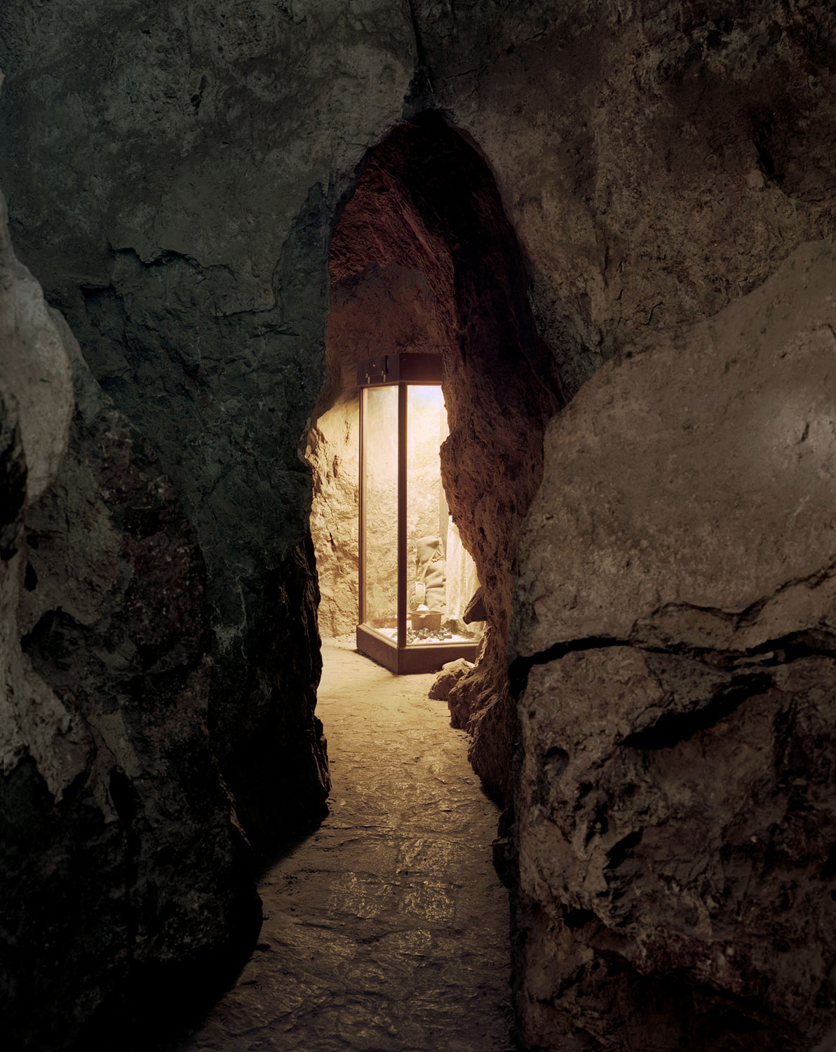 Austin Irving, Colossal Cave Display Case, Arizona, 2013.