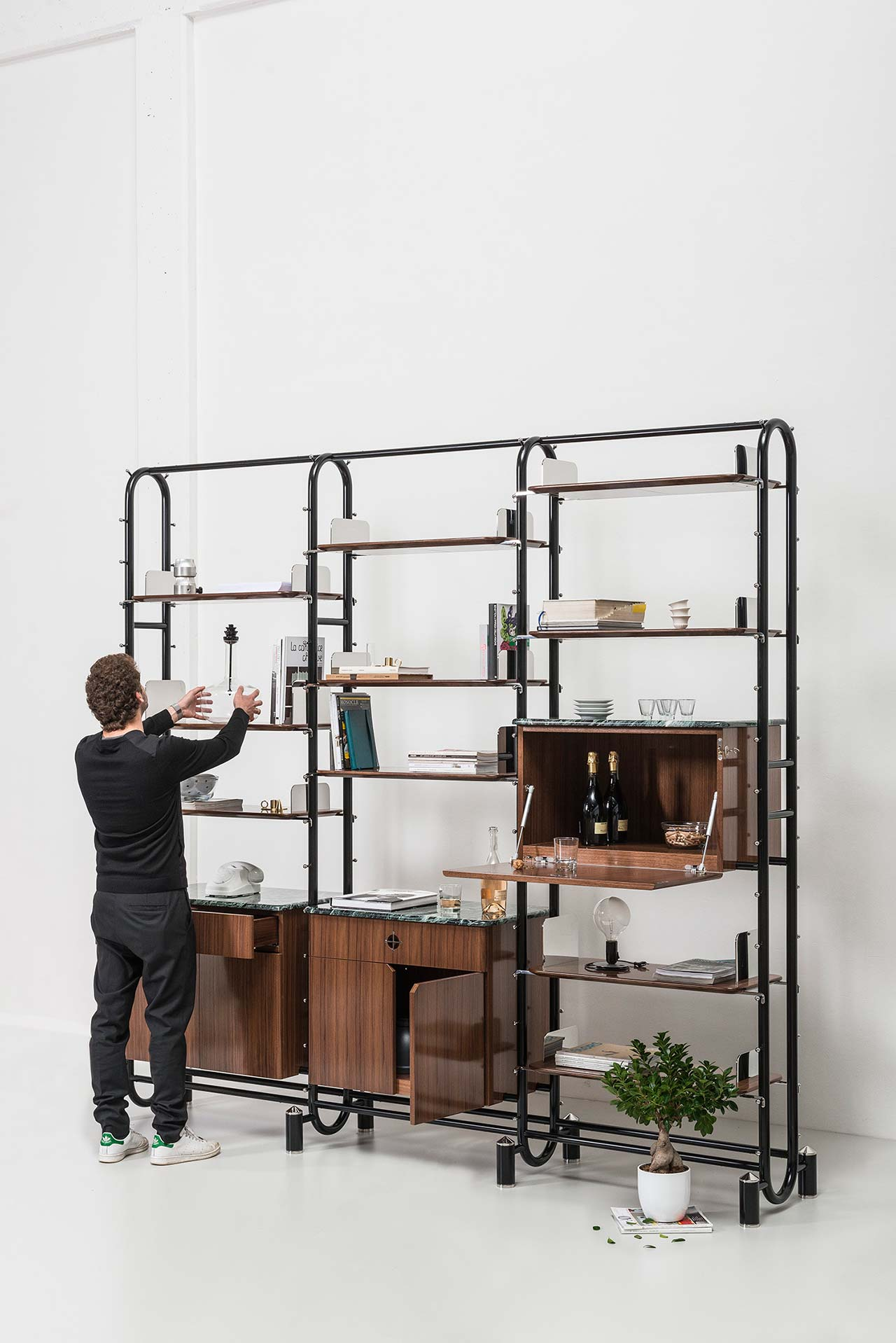 Circuit bookshelf by david/nicolas. Photo by Emmanuel Tortora.