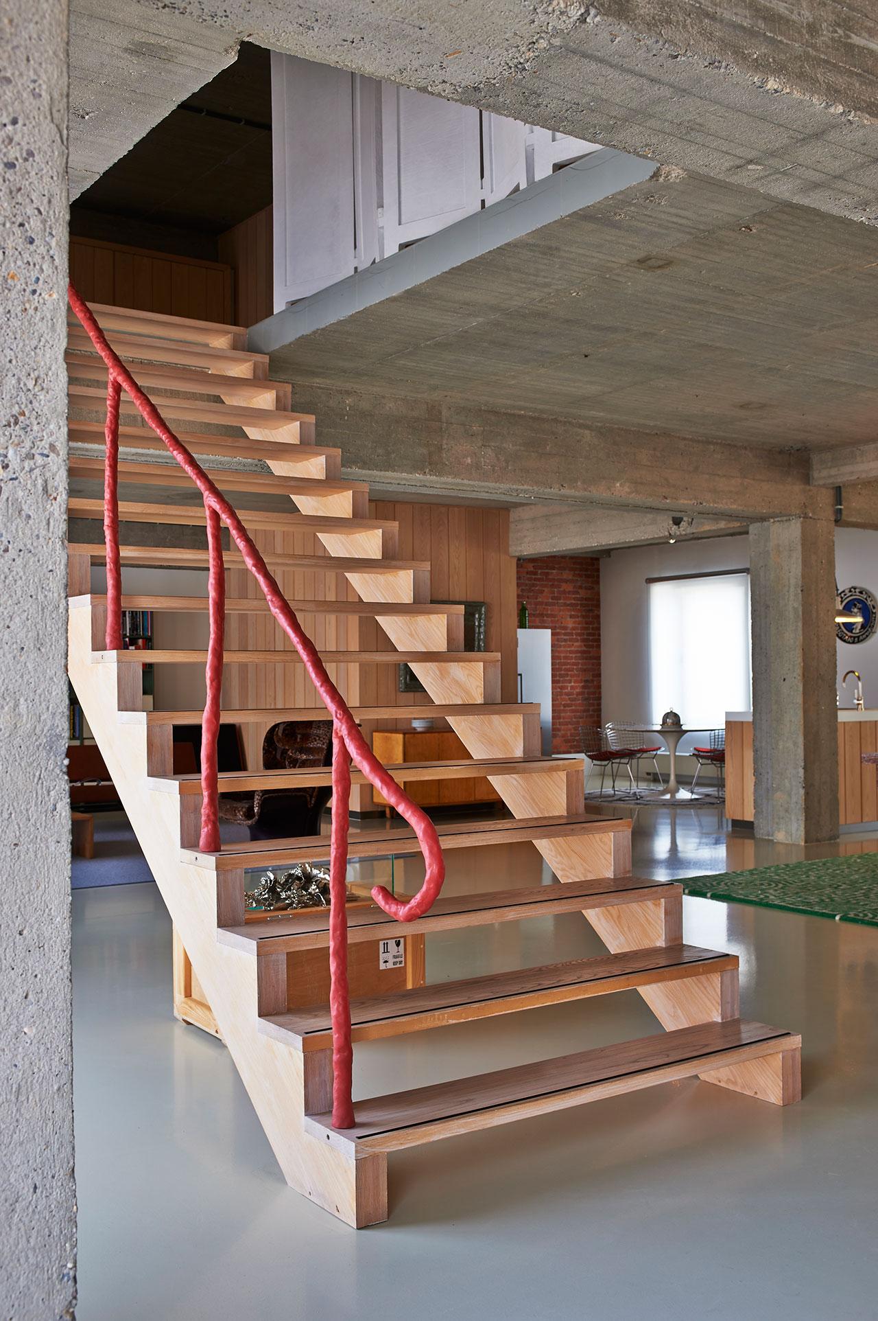 Stairway. Handrail: Clay, Maarten Baas, 2010.Roundtable: Knoll Eero Saarinen, 1953.Dome: Dome, Last Supper, Studio Job, 2009.Photo by Dennis Brandsma.