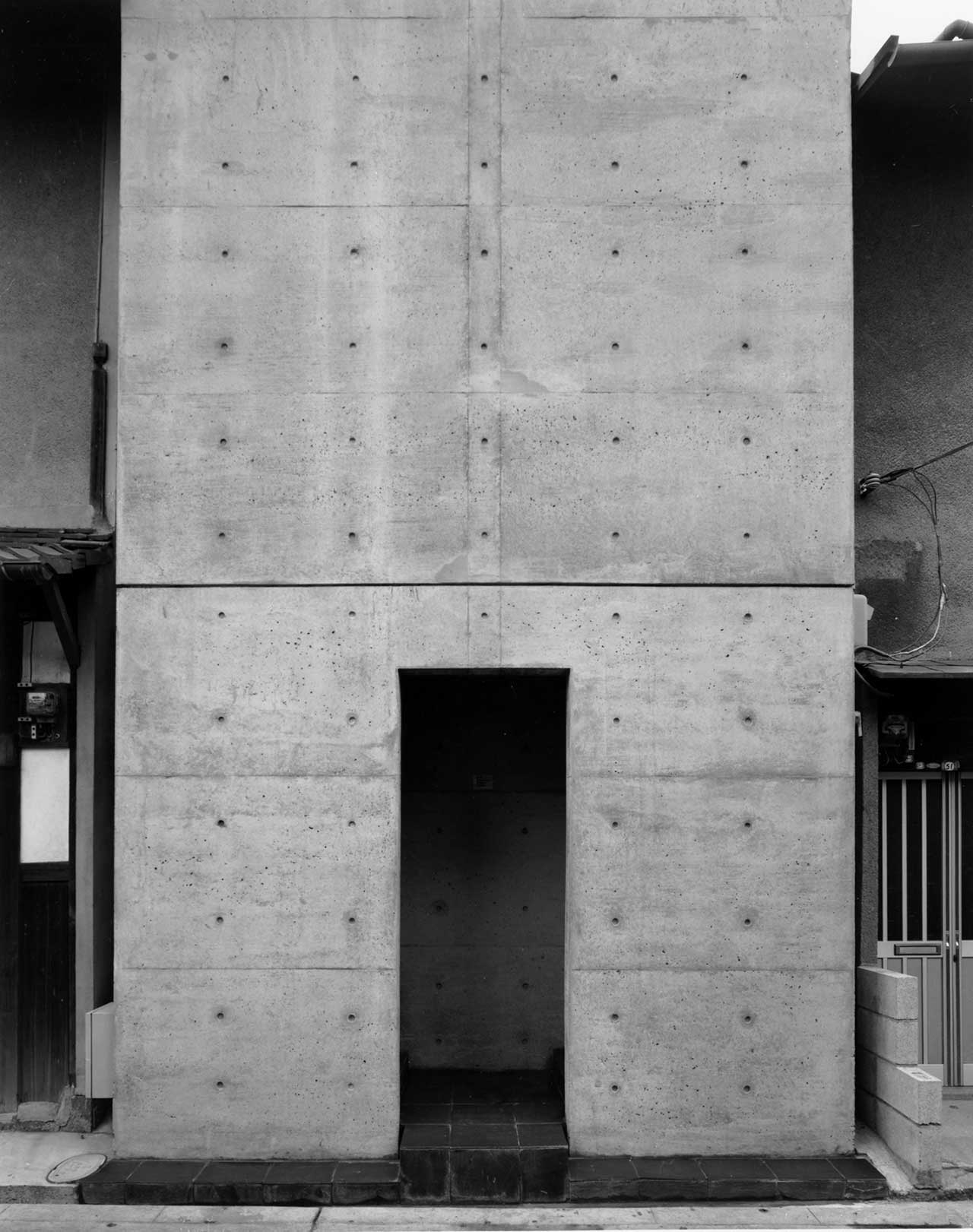 Row House in Sumiyoshi, 1976, Osaka, Osaka. Photo by Shinkenchiku-sha.