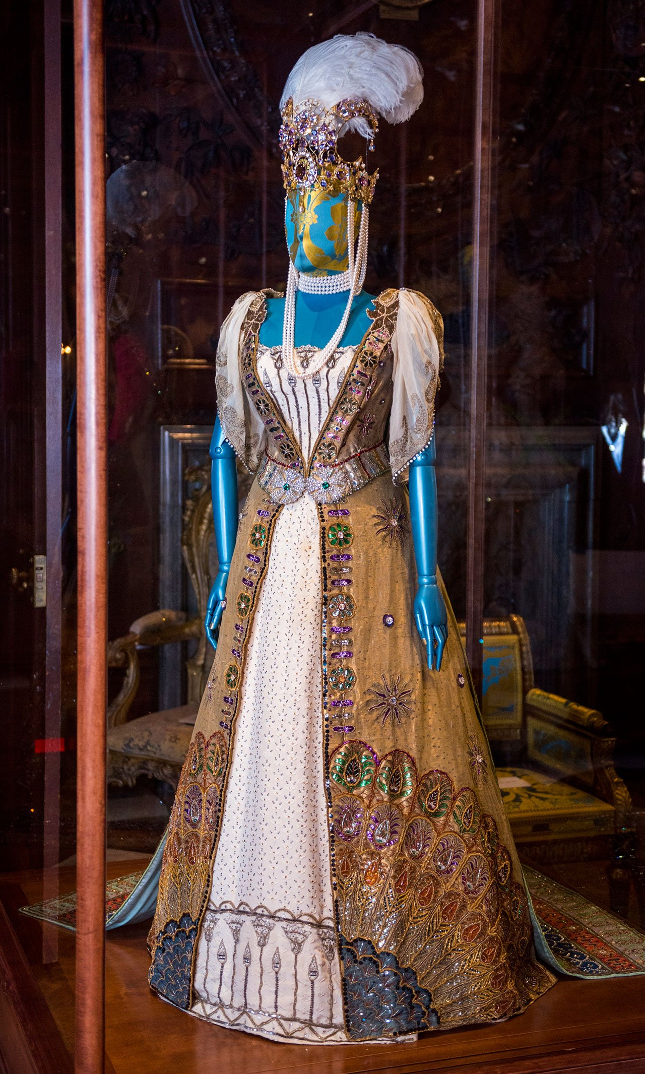 Duchess Louise's Worth dress from the Devonshire House Ball,one of more than 100 dresses spanning 500 years of history at Chatsworth House Style.Photo courtesy Chatsworth House Trust.