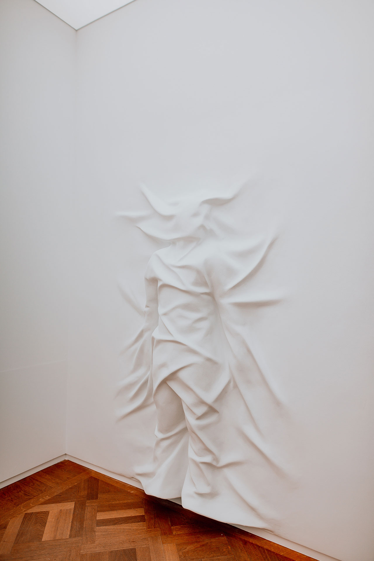 Daniel Arsham, Falling Clock. Exhibition view at Moco Museum in Amsterdam. Photo by Isabel Janssen.