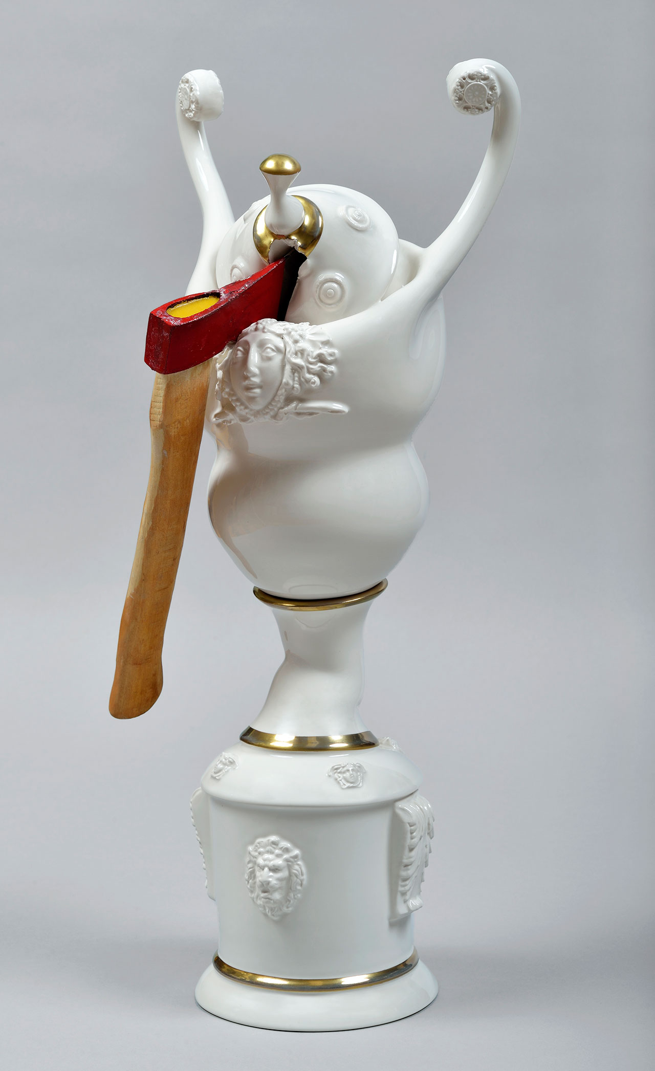Craste Laurent, Révolution II, 2014 /2015. Porcelain, glaze, gold, axe, 62.5  x 28.3 x 25 cm.