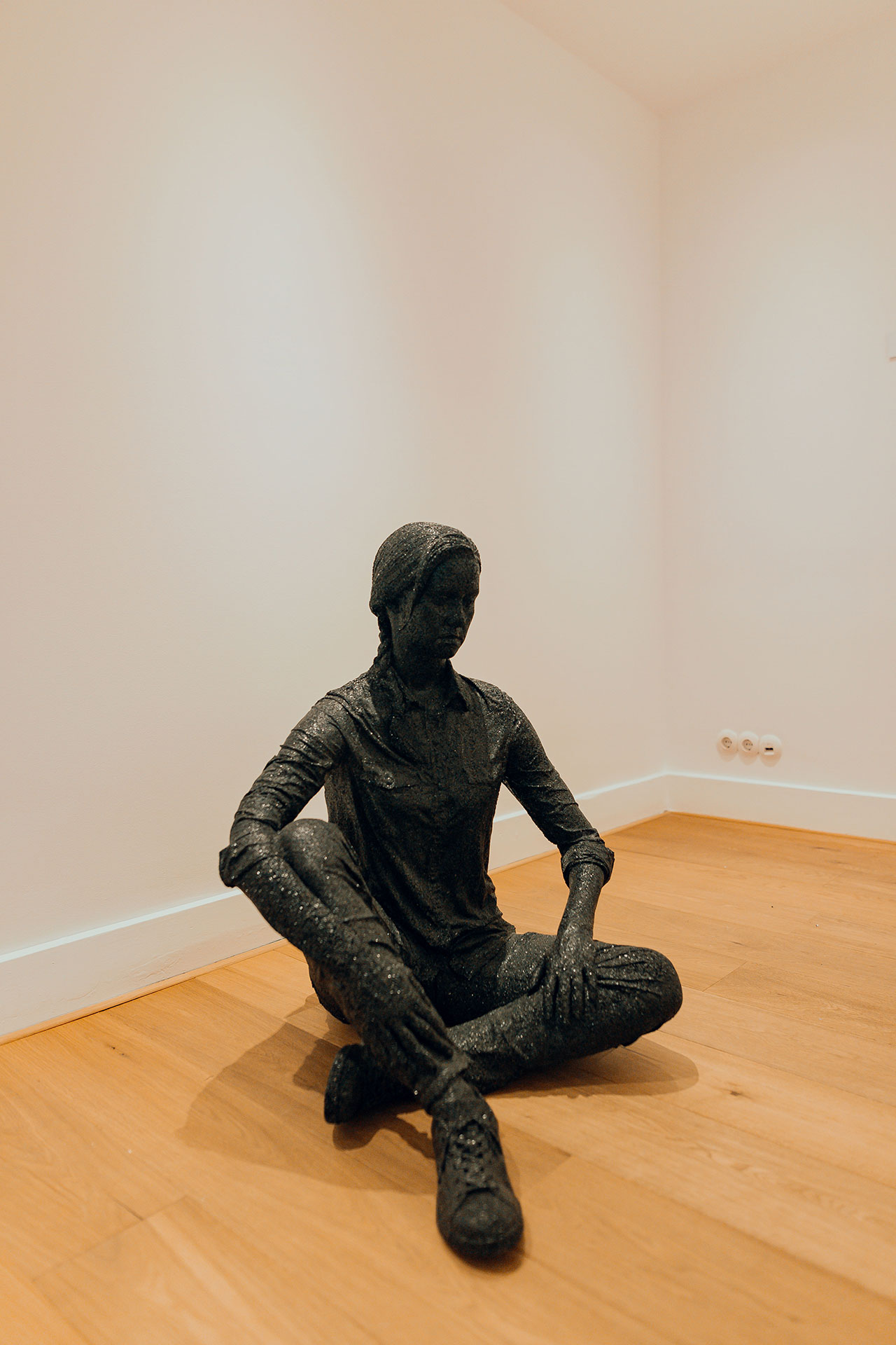 Daniel Arsham, Seated Female Figure​. Exhibition view at Moco Museum in Amsterdam. Photo by Isabel Janssen.