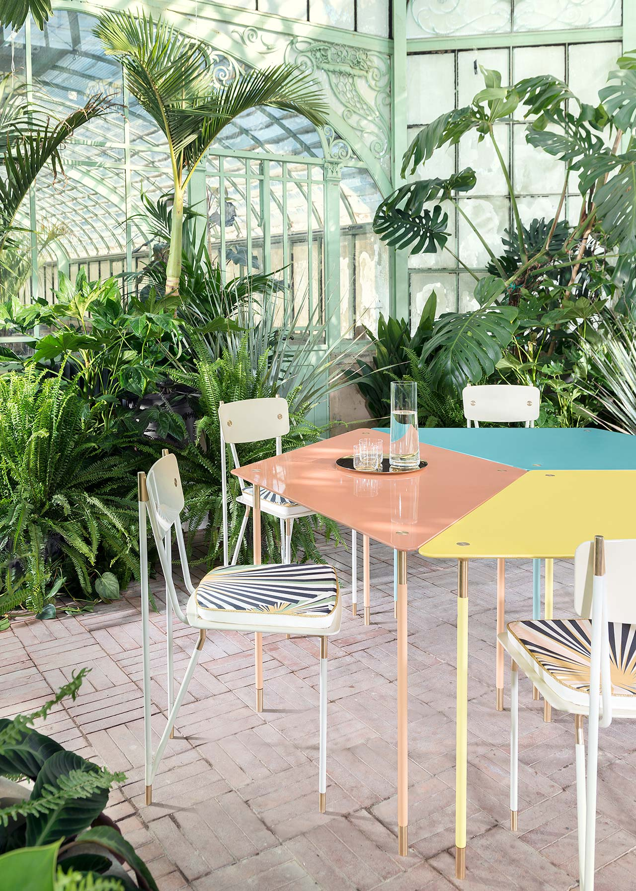 Aquiloni Collection,Milan.Landscaping Project: Derek Castiglioni.Furnitures: Derek Castiglioni.Photo by Maria Teresa Furnari.