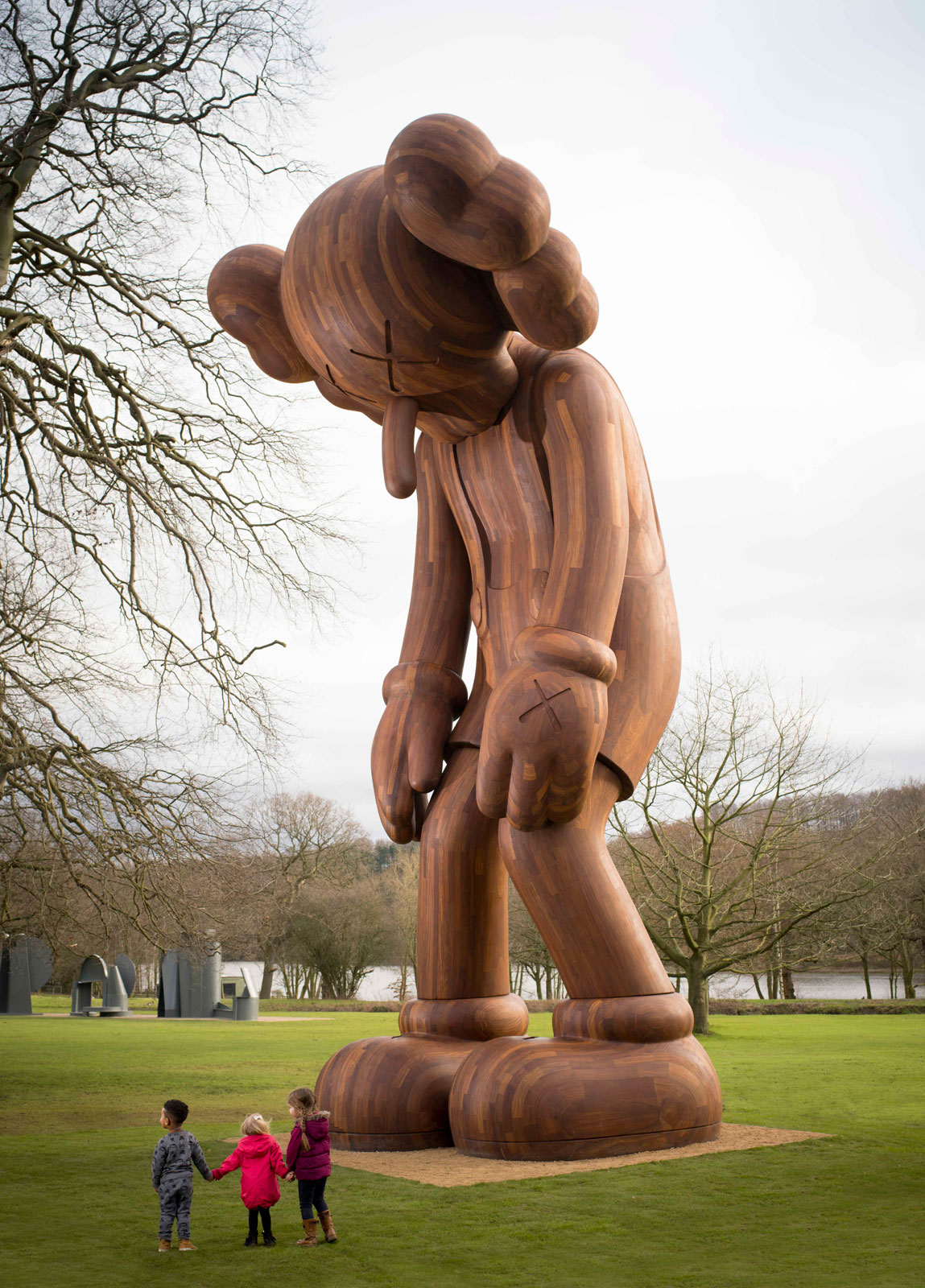 Small lie, 2013. Wood, 1000 x 464 x 427cm. Courtesy the artist and Galerie Perrotin. Photo © Jonty Wilde.