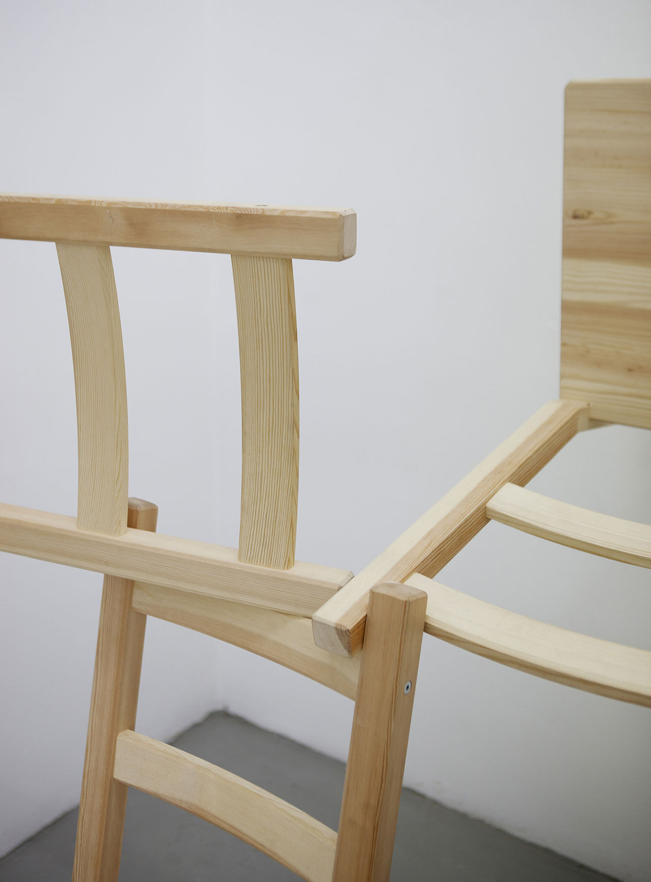 Michael Johansson, Corner piece (detail), 2018, 3 wooden chairs, 139x139x134,5 cm. Courtesy: The Flat – Massimo Carasi, Milan. Photo © Michael Johansson.