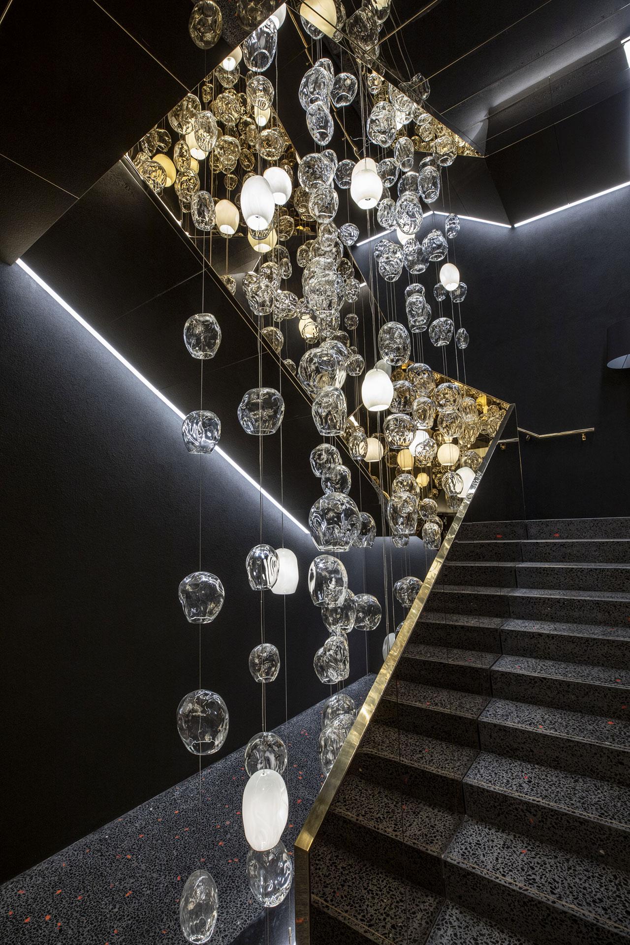 Palazzo Barovier & TosoinMurano,Venice. Interior design byCalvi Brambilla.Photo courtesy of Barovier & Toso.