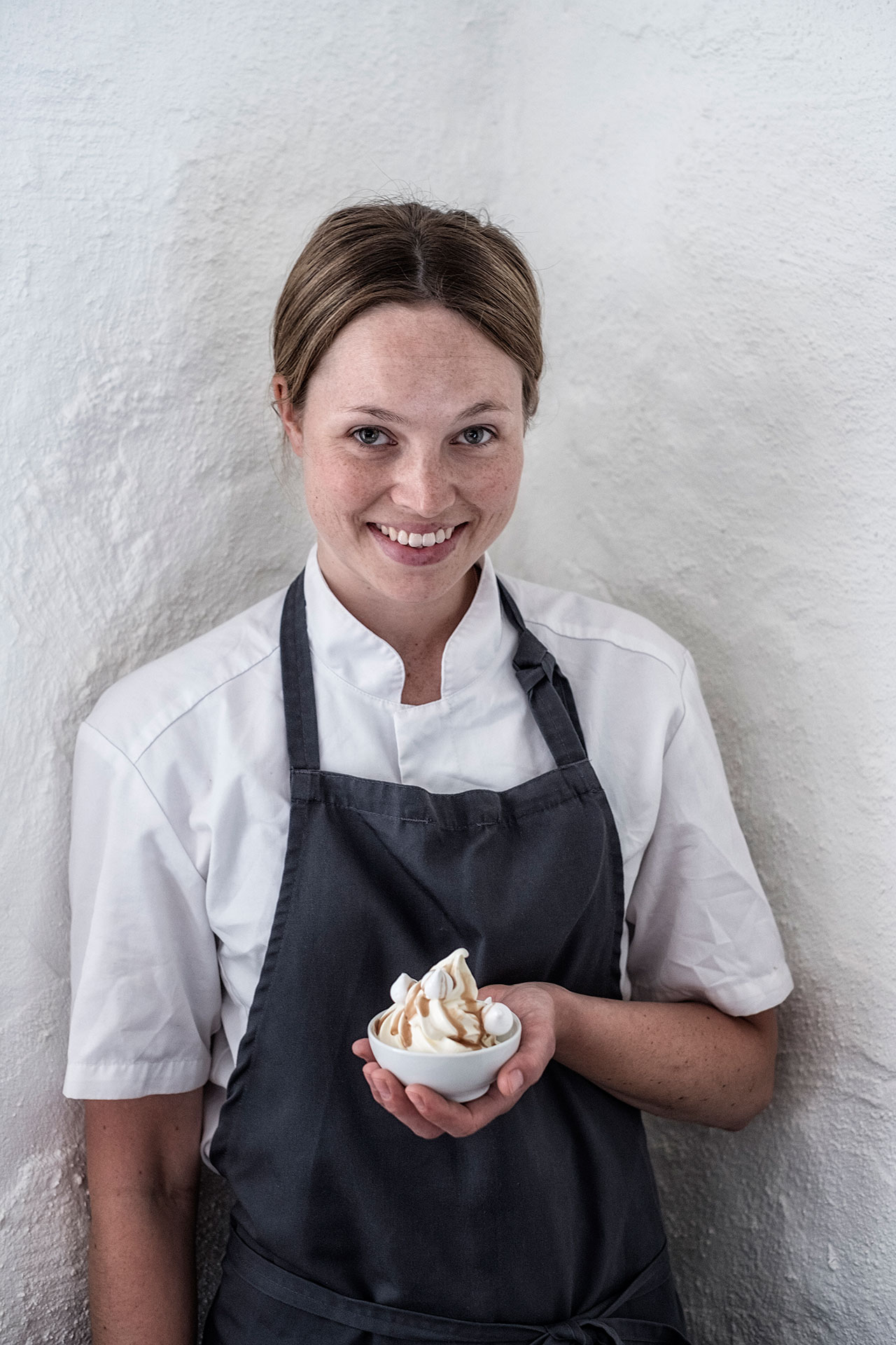 Elin Jönsson, baker at Wanås Restaurant, with the soft ice cream made from organic milk from the farm. Photo by PA Jörgensen.