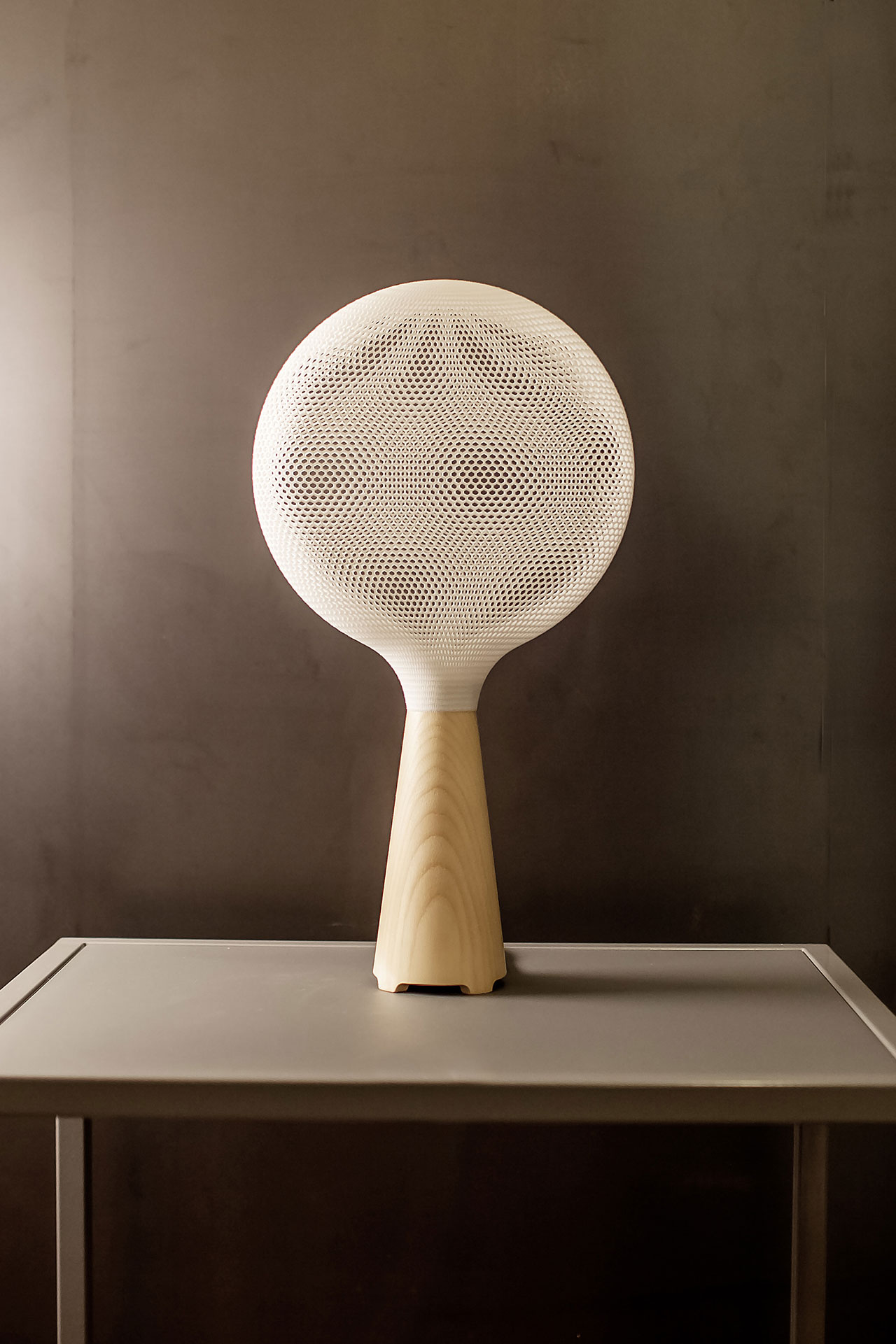 ExNovo, Affilia lamp. Photo courtesy alessandro zambelli design studio.