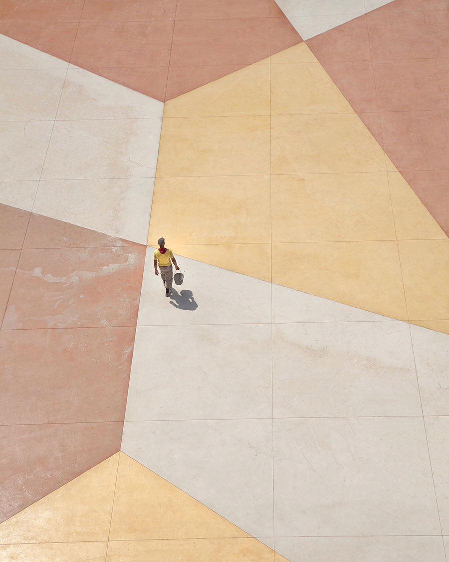 Walking on a living canvas, photo © Serge Najjar.