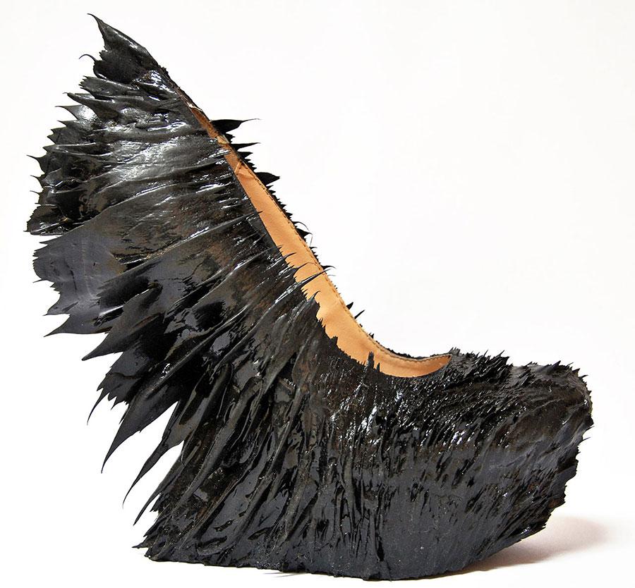 Jolan van der Wiel x Iris van Herpen,Magnetic shoe.Photo byFederico Da Fies.