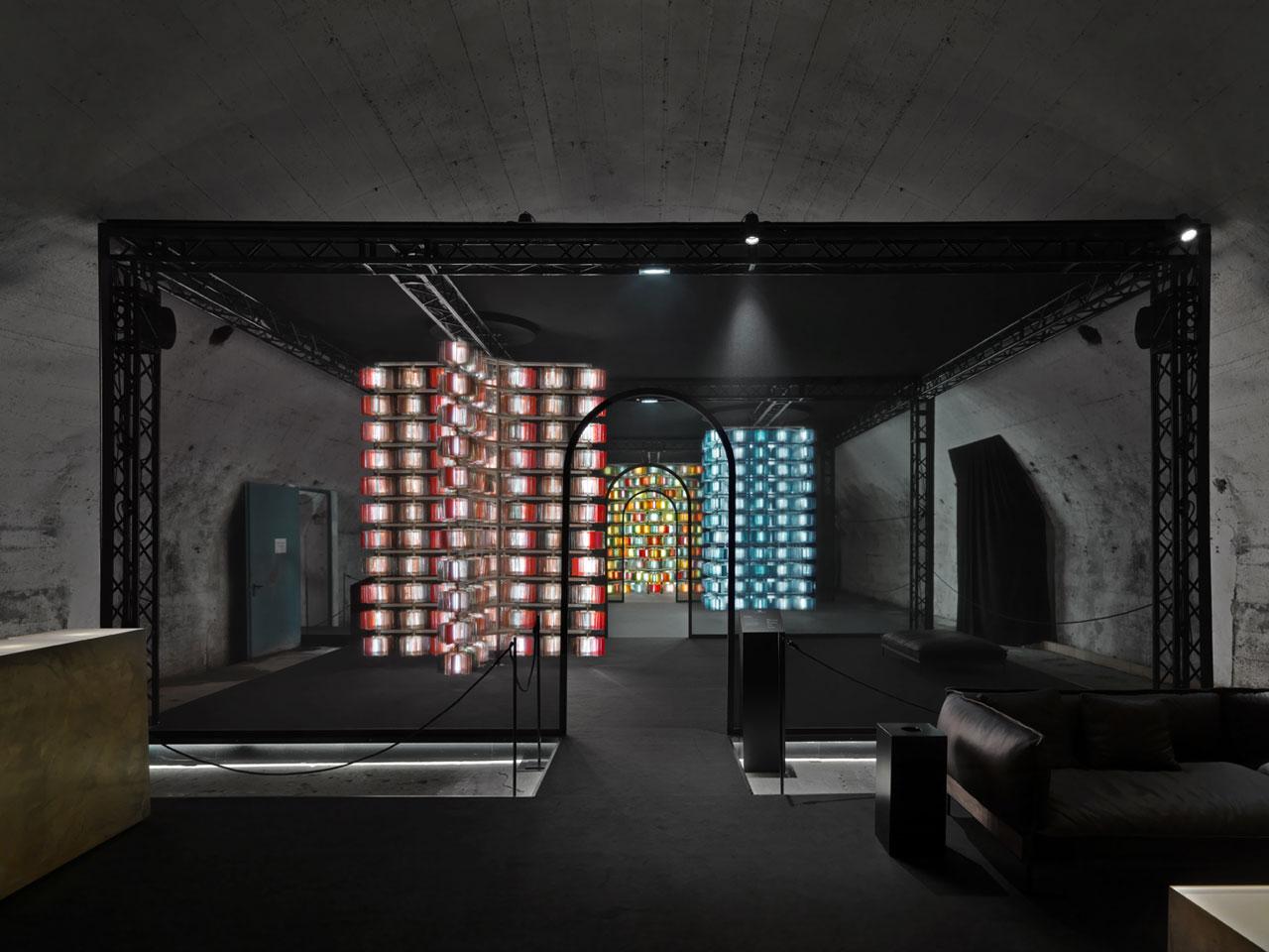 PYRAE / STRATA installation by Luca Nichetto for SALVIATIatVentura Centrale.Photo by Andrea Martinadonna.