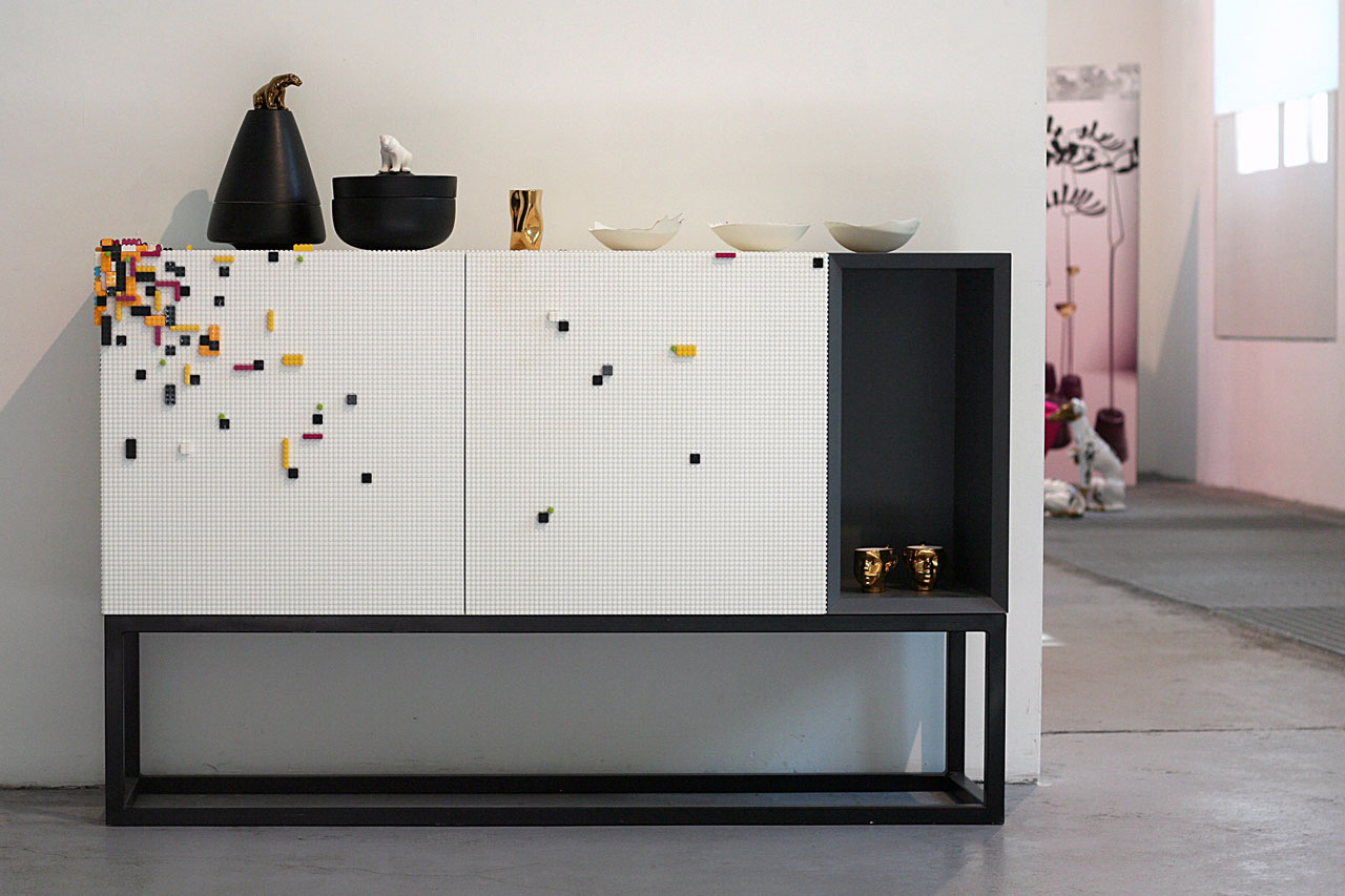Stüda console with a textured surface compatible with LEGO blocks designed by NINE studio (Paolo Emilio Bellisario,Matteo Di Sora,Emilia Caffo) for MOOW.