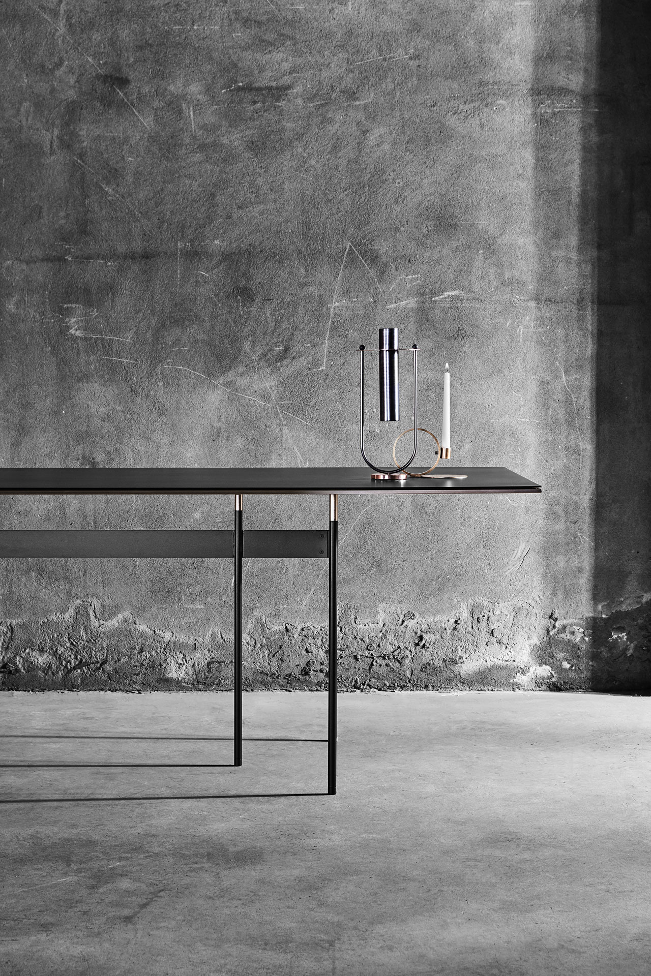 Tartan tableby Simone Bonanni, Elettra vase by Federica Biasi and candle holder Lume by Cara\Davide all designed for MINGARDO.