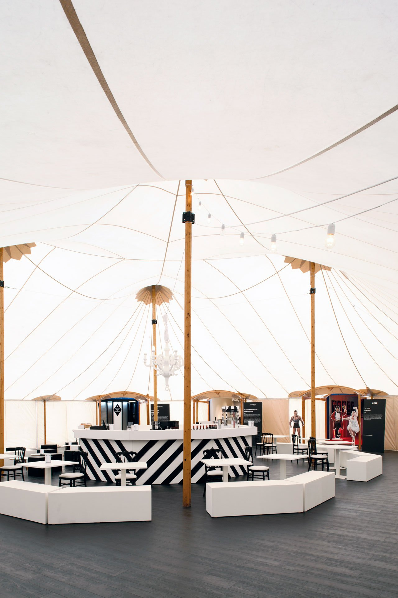 The Circusby King George agency: A pop-up installation connected to the fair where 8 design brands showcase a specific concept in containers in a stylish tent.