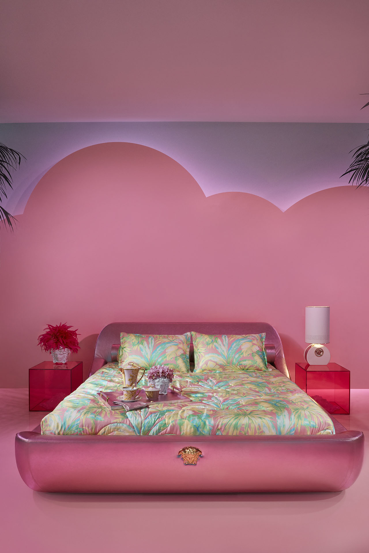 For the exhibition of the new 2019 Versace Home Collection in Via Gesù, Versace has collaborated with interior designer Sasha Bikoff and artist Andy Dixon. Photo © Versace.