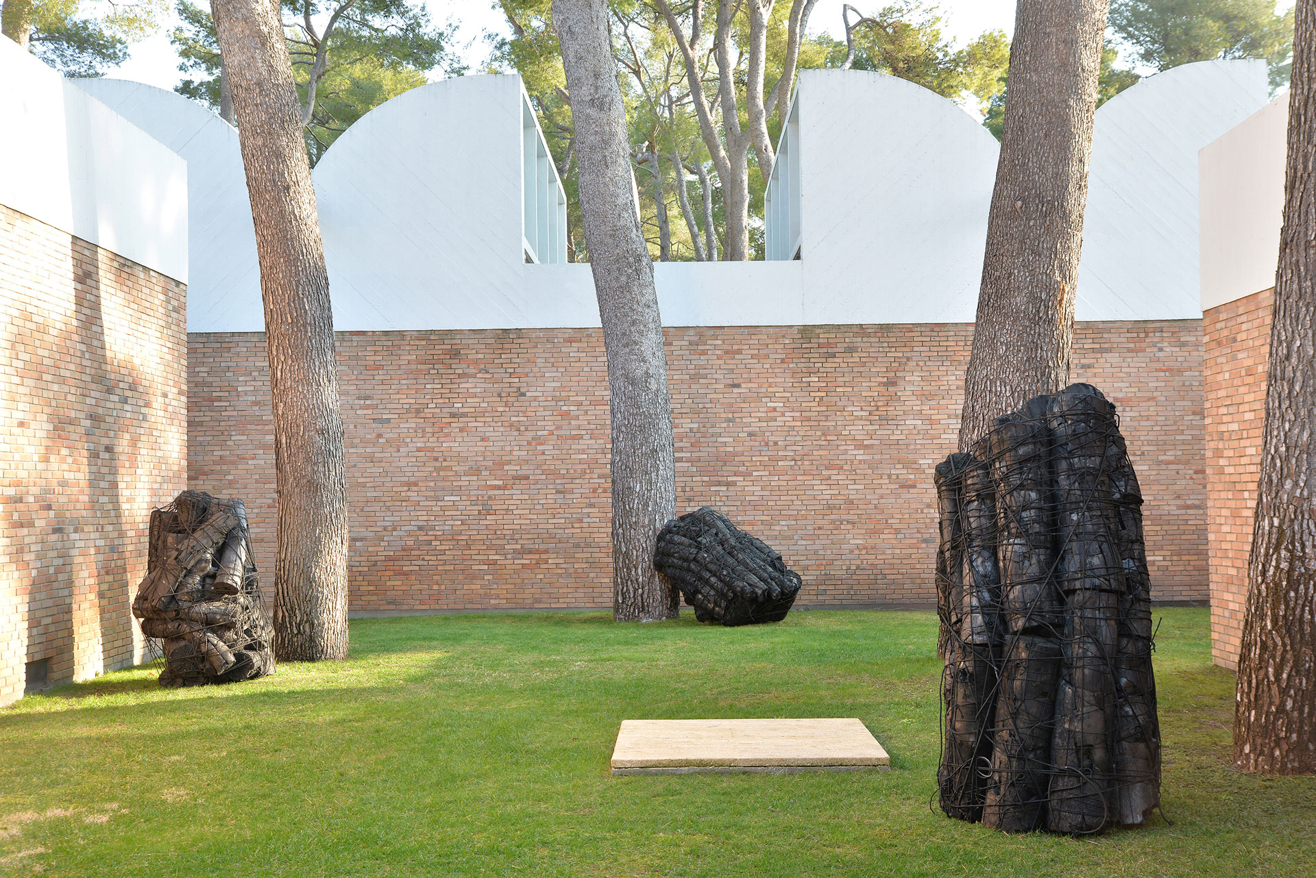 Lee Bae, Plus de lumière. Exhibition view at Fondation Maeght. Photo by Roland Michaud.