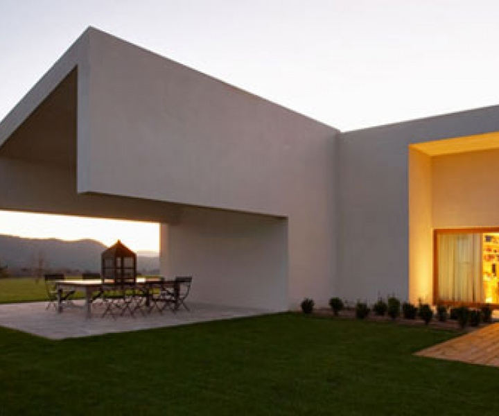 A Single Story Dwelling in Avila by A-cero architects