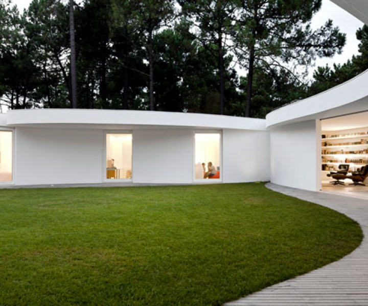 House in Aroeira, Portugal by Aires Mateus