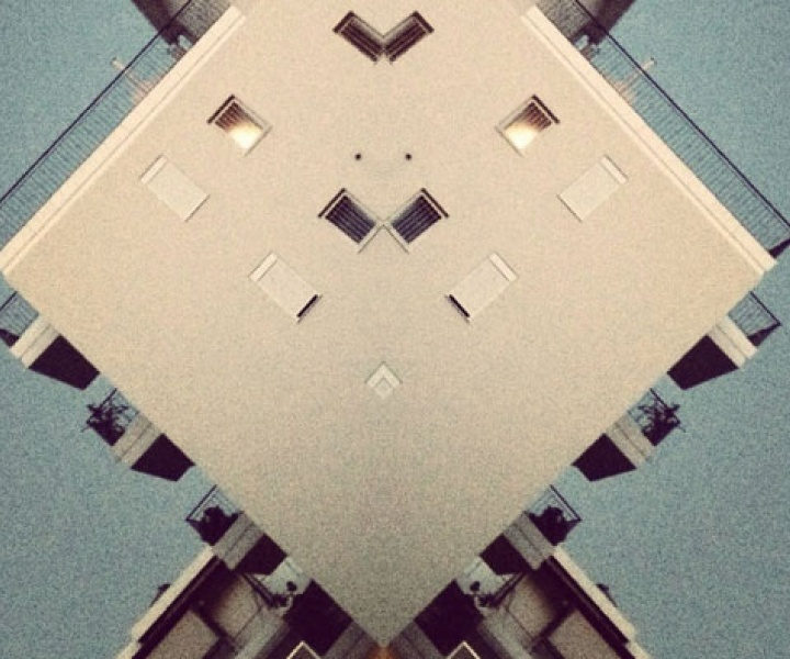 The MIRRORS iPhoneography Project of Hellopanos
