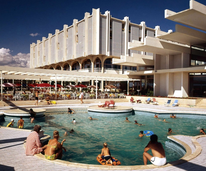 Holidays After The Fall: History And Transformation Of The Seaside Paradise In Bulgaria And Croatia