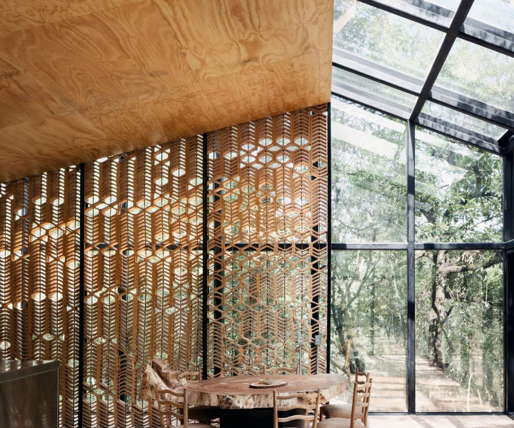 The Art of Camouflage: A Disassembled Vacation House in Monterrey, Mexico