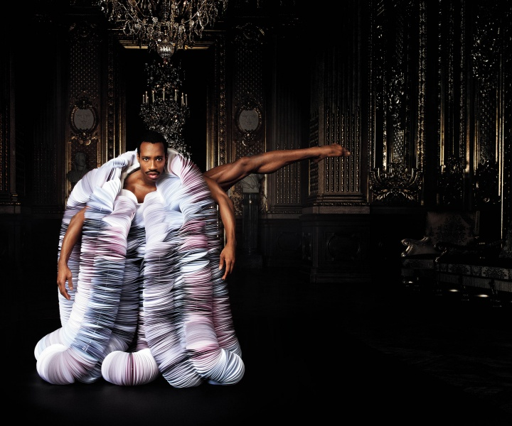 High on Paper: Bea Szenfeld Dresses the Royal Swedish Opera Company with 'Haute Papier'