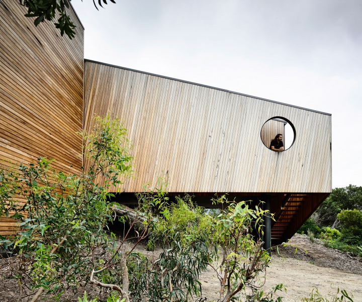 Sandy Point House: An Idealised Coastal Experience by Kennedy Nolan Architects
