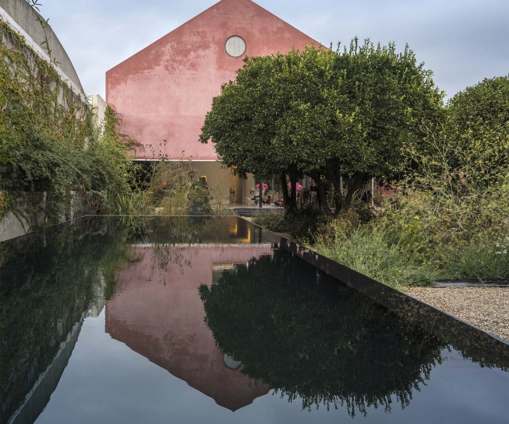 Contemporary Minimalism Meets Mediterranean Pastoral in Extrastudio's Red House