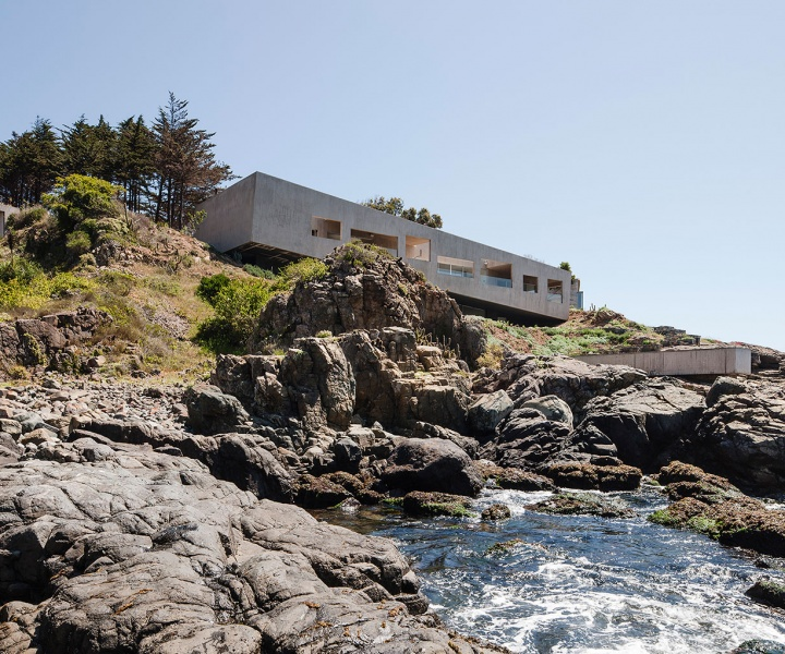 Bahia Azul House by Felipe Assadi Arquitectos in Los Vilos, Chile