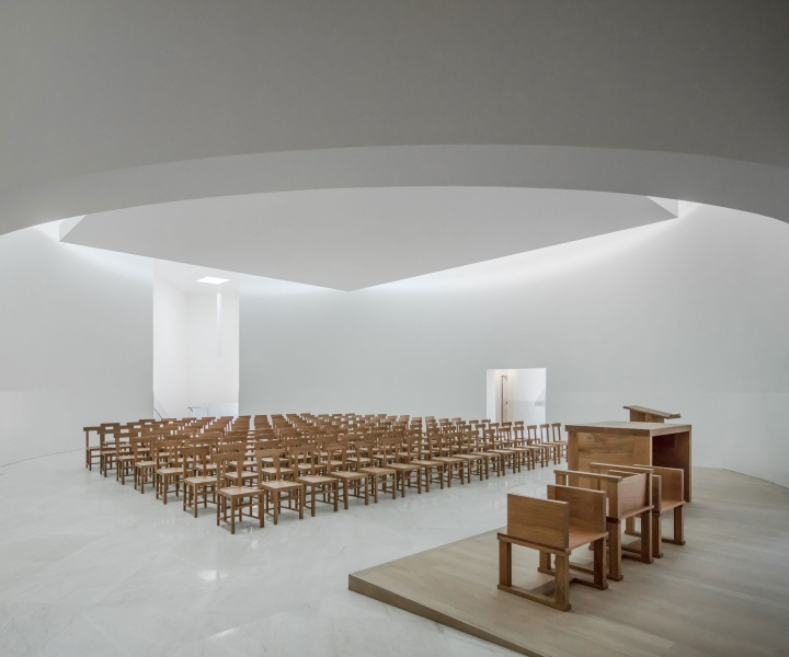 Church of Saint-Jacques de la Lande: A Sculptural Composition of White Concrete and Filtered Light