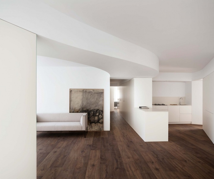 A Valencia Apartment by Balzar Arquitectos Embraces Sculptural Minimalism