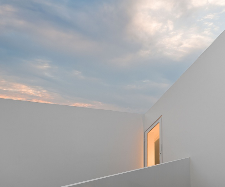 Cover and Concealment: House in Leiria by Aires Mateus