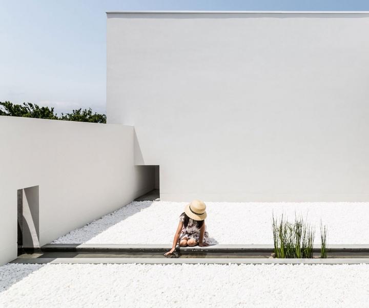 Courtyard House in Shiga, Japan by Kouichi Kimura
