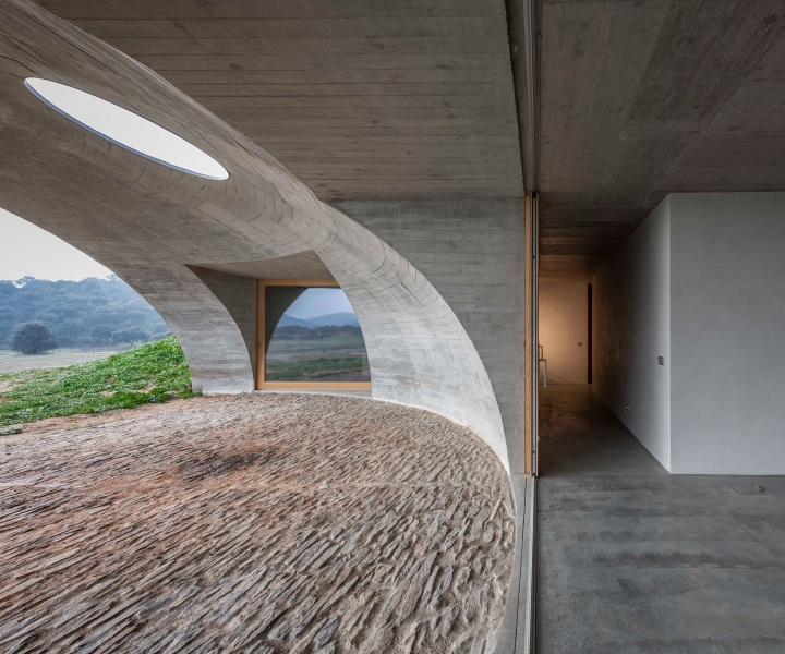Hiding in Plain Sight: Aires Mateus Buries a Concrete House in the Portuguese Countryside