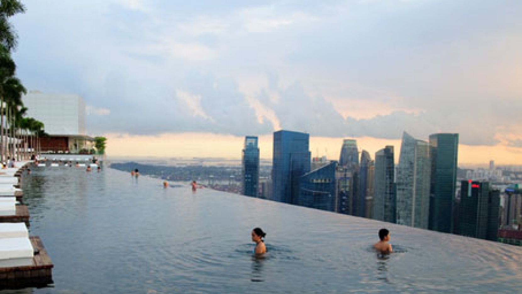 150-Meter Outdoor Infinity Pool // Marina Bay Sands | Yatzer