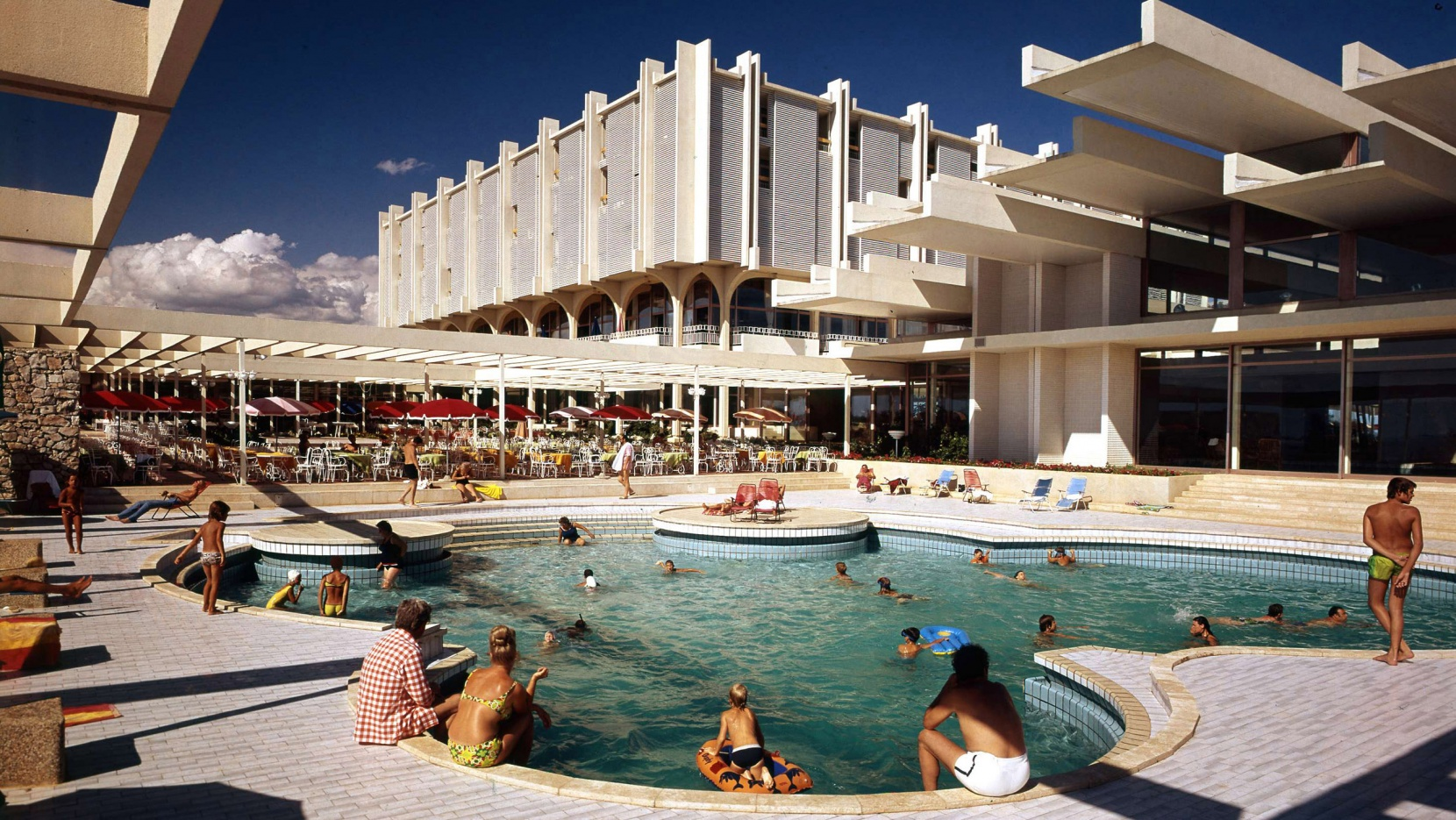 Seaside Architecture and Urbanism in Bulgaria and Croatia Holidays after the Fall