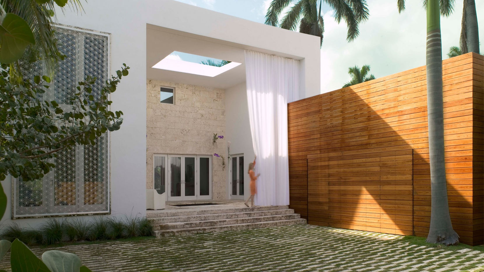 he heerful House of rchitect had Oppenheim in Miami Beach ... - ^