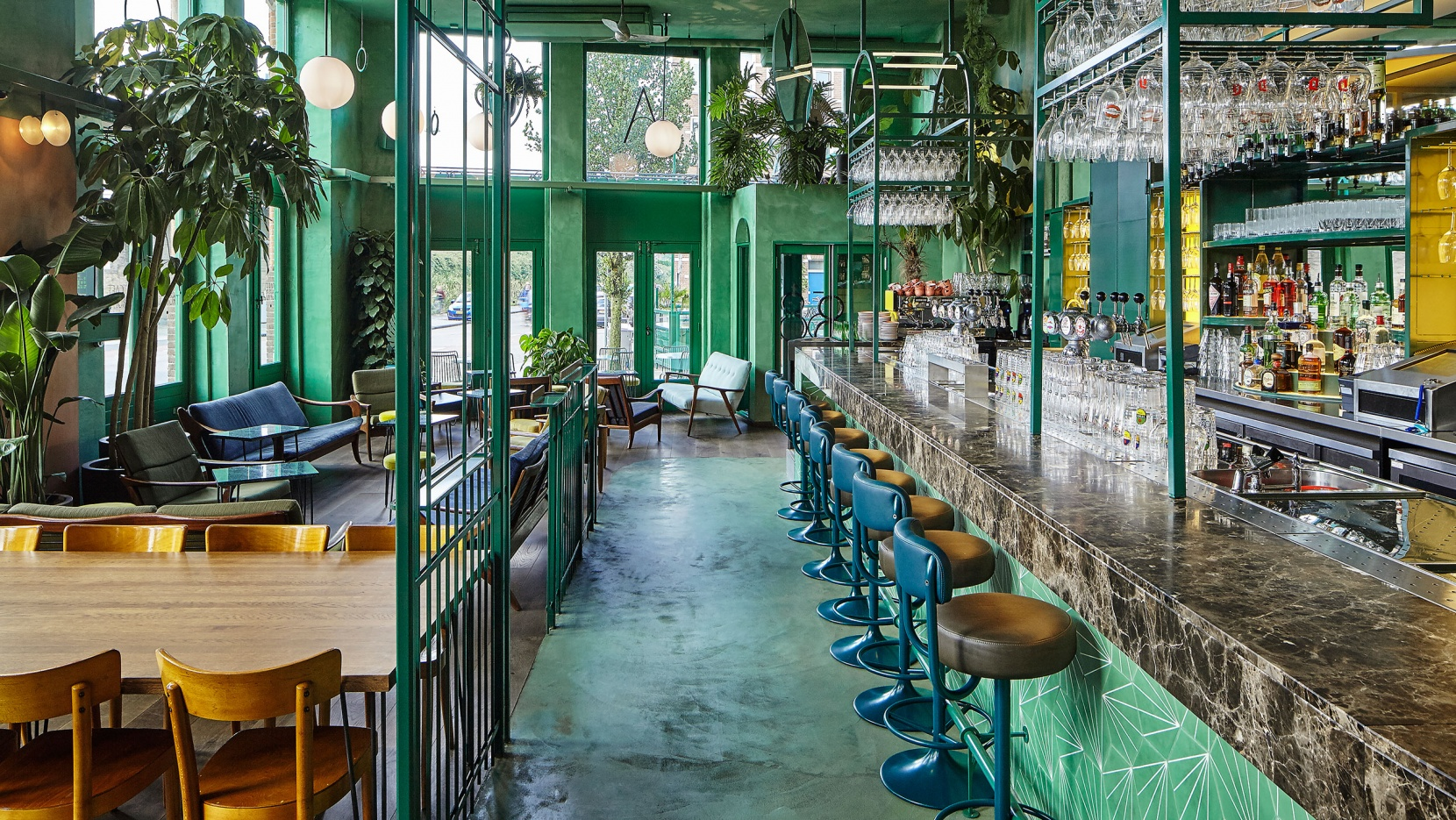 Green lung bar botanique spruces up amsterdam east yatzer - Bar cuisine studio ...