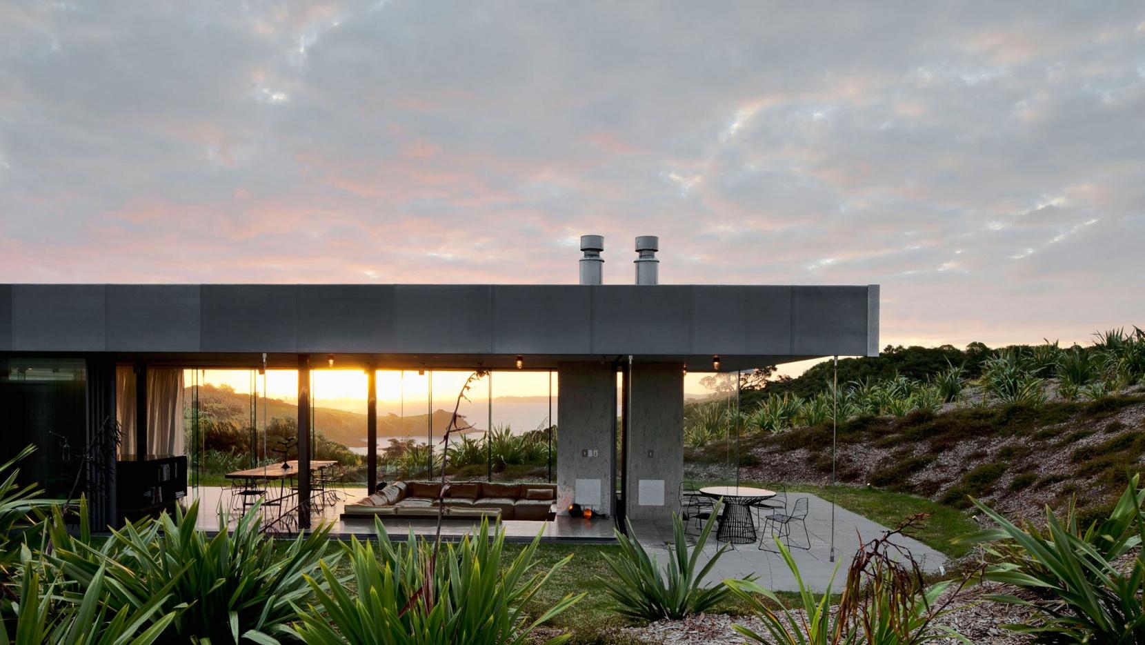 Island Retreat By Fearon Hay Architects In Waiheke Island, New Zealand