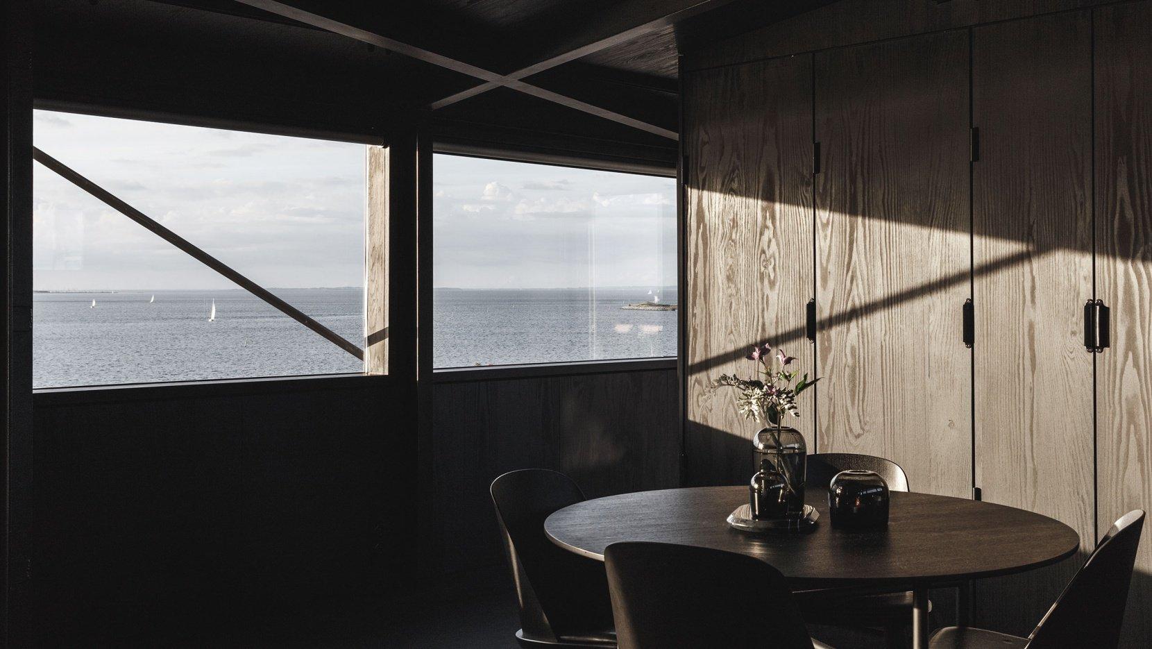 The krane: a private retreat inside an industrial crane in