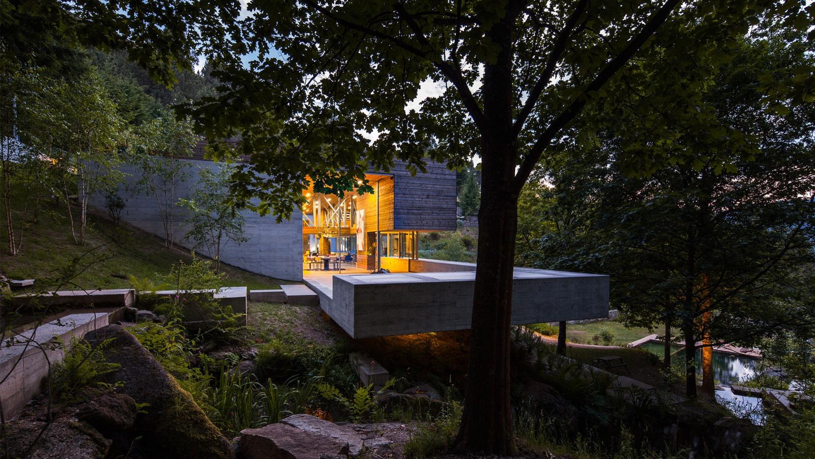 Hillside living at casa do ger s in portugal yatzer for Design in casa