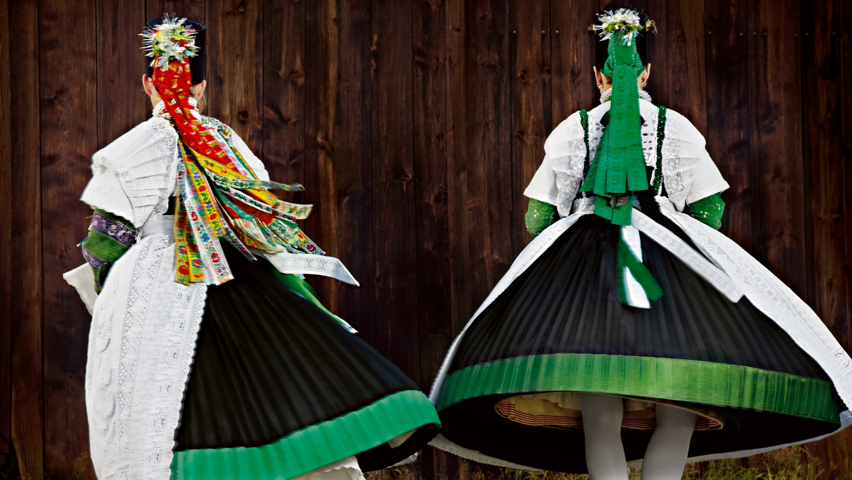 Traditional couture folkloric high fashion in germany for Couture high fashion